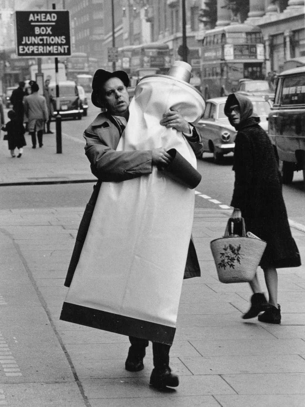 Claes Oldenburg carrying Giant Toothpaste Tube (1964), London, 1966 Photo credit: Hans Hammarskiöld